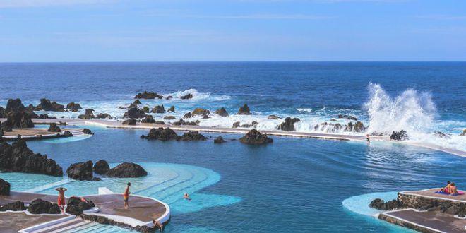 Las increibeles piscinas de lava de porto moniz el for Piscinas oporto