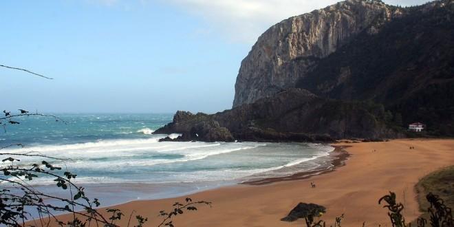 Playa de Laga, Ibarrangelua - Autor: Rafael Amesti Aguirre