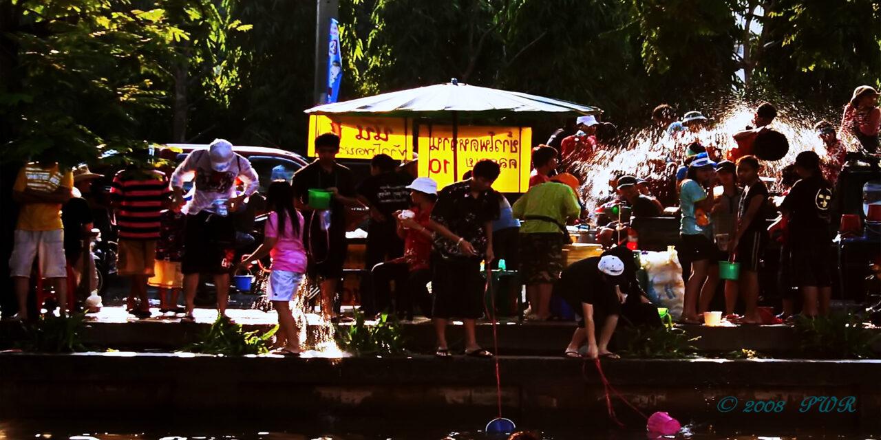Vive el Festival del Agua en Tailandia