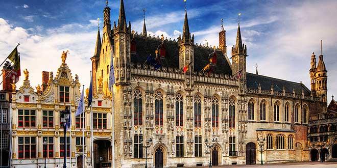 Brujas-ayuntamiento