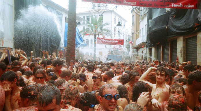 Fiesta de La Tomatina, la lucha roja de Buñol