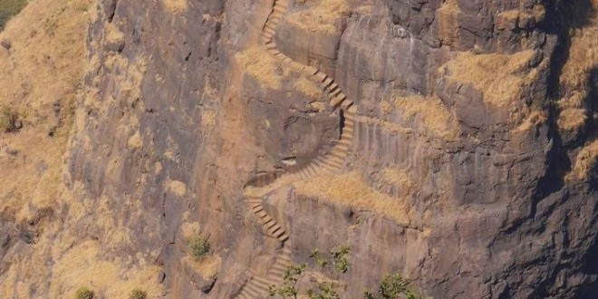 kalavantin-durg-stairs