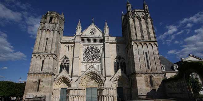 Catedral-de-Saint-Pierre-Poitiers