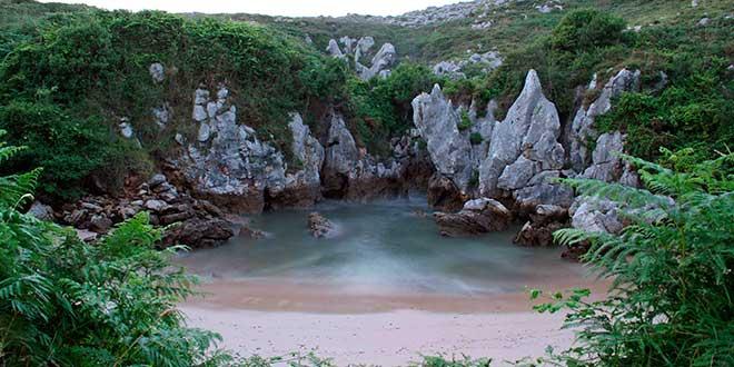 Llanes-playa-de-Gulpiyuri