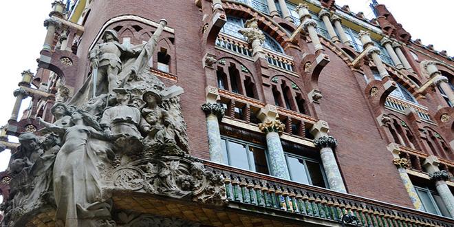 Antigua fachada del Palau de la Música Catalana, decorada con el grupo escultórico La canción popular catalana, del artista Miguel Blay.