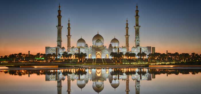 mezquita en la noche