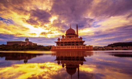 La espectacular mezquita Putra, Malasia