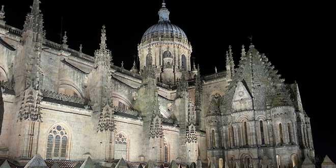 Salamanca-catedral-de-noche