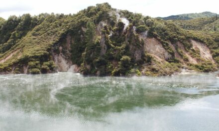 Frying Pan Lake; el lago hirviente más grande del mundo