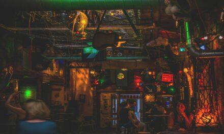 La noche húngara, Ruins Pubs