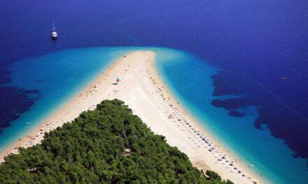 La Costa Dálmata a lo largo de Croacia