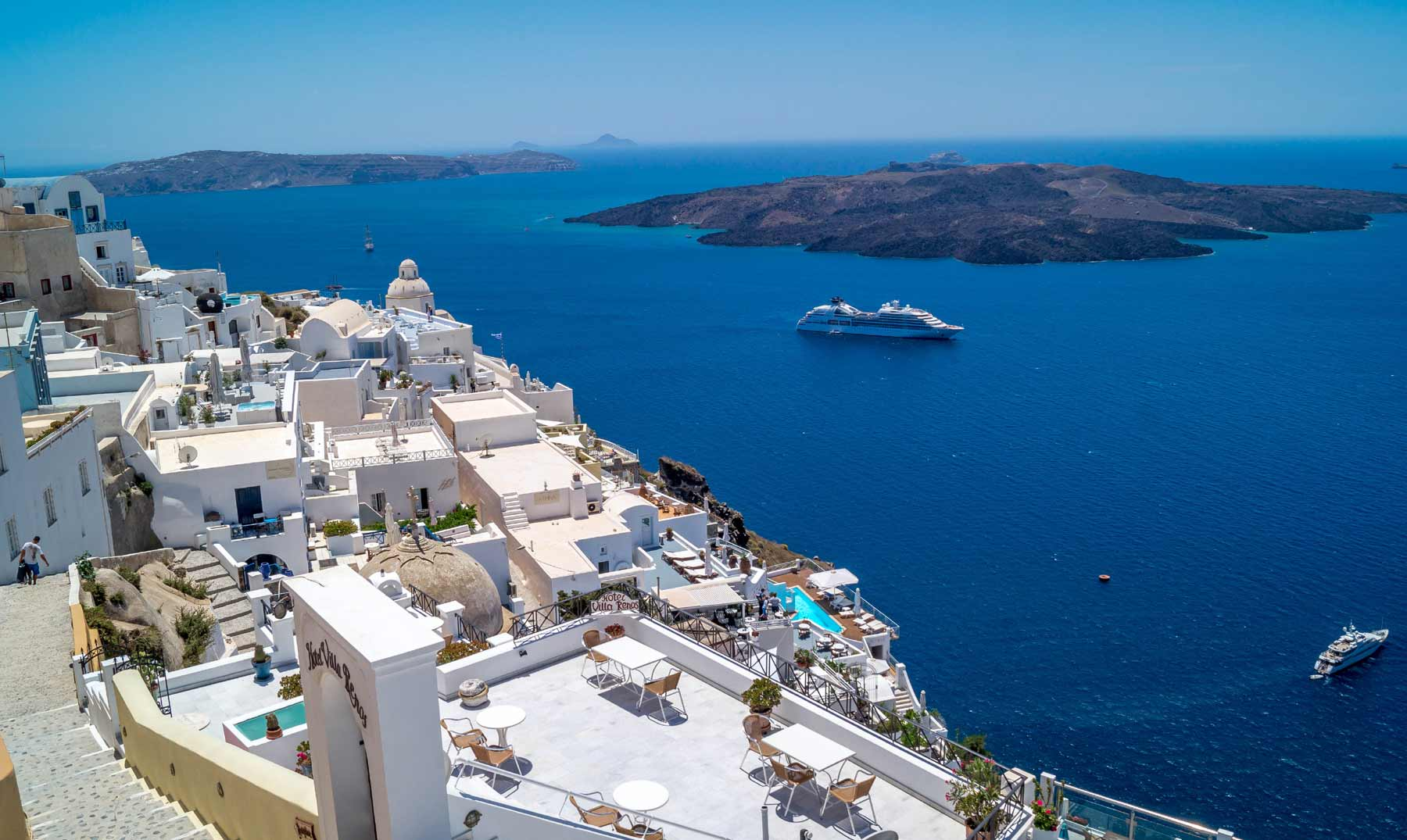 Fira, la capital de la bella isla de Santorini - El Viajero Feliz