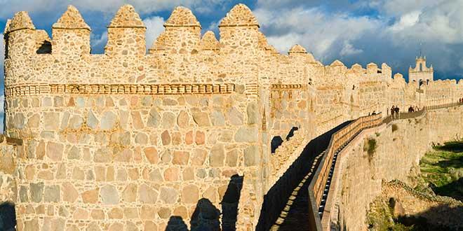 Paseopor-la-muralla-de-Avila