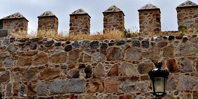 almenas-de-la-muralla-de-Avila