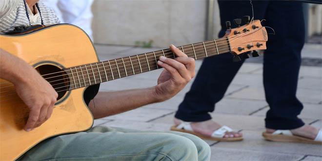 guitar-445387_1920