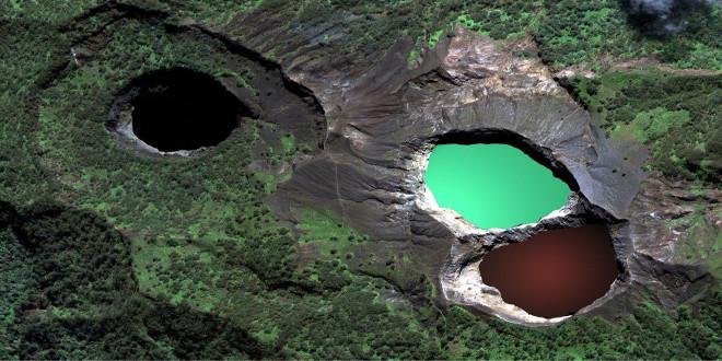 Cráter Kelimutu, el volcán bicolor