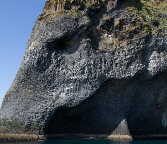 Isla de Heimaey, entre volcanes y elefantes de roca