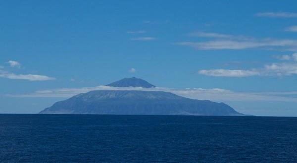1024px-Tristan_da_Cunha,_British_overseas_territory-20March2012