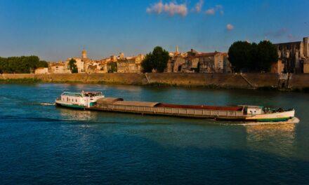 Un paseo especial por Arles