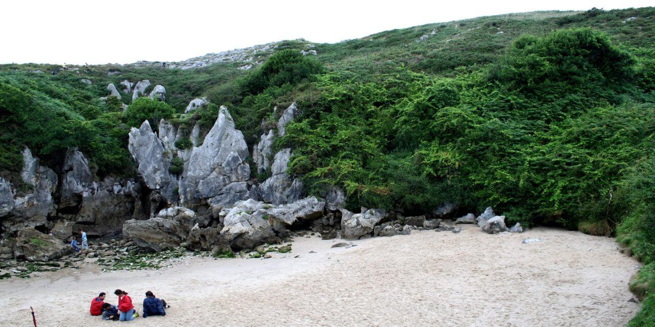 Gulpiyuri, una playa minúscula