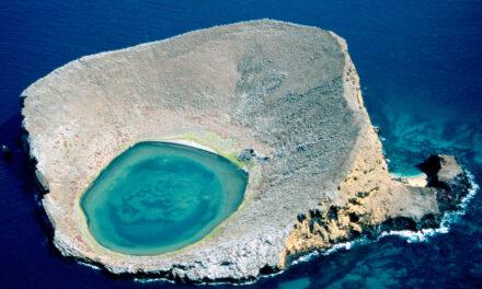 La laguna azul en las Galápagos