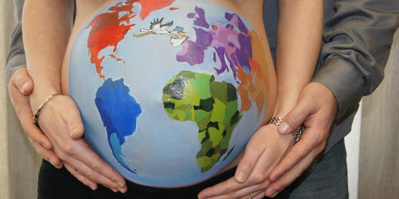 Consejos para viajar feliz y segura durante el embarazo