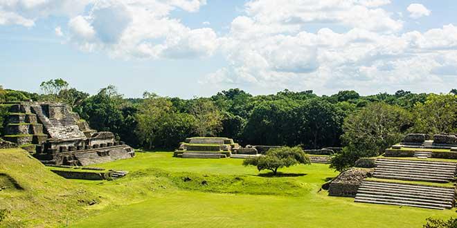 Mayas en Belmopan editada
