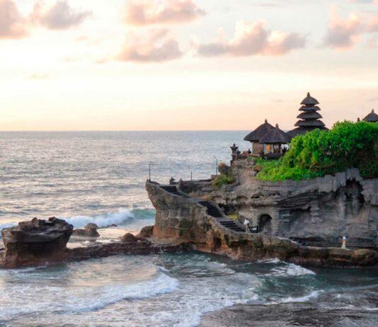Pura tanah Lot un templo a merced de la marea