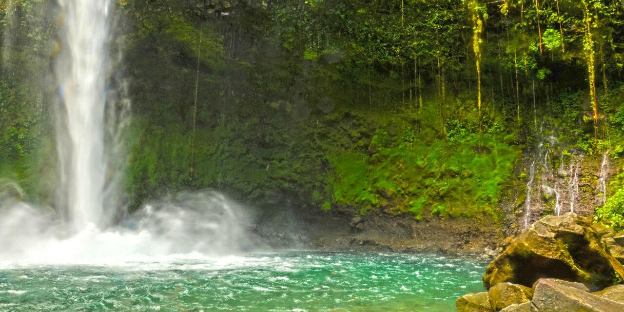 La espléndida catarata La Fortuna en Costa Rica