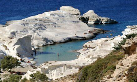 Sarakiniko, una playa lunar en Grecia