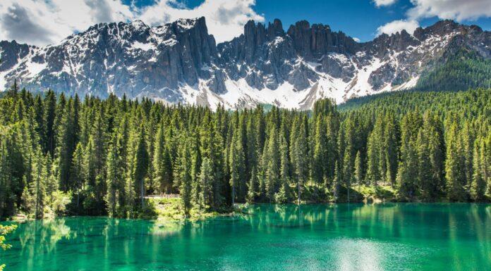 Lago Carezza; el lago del arcoiris