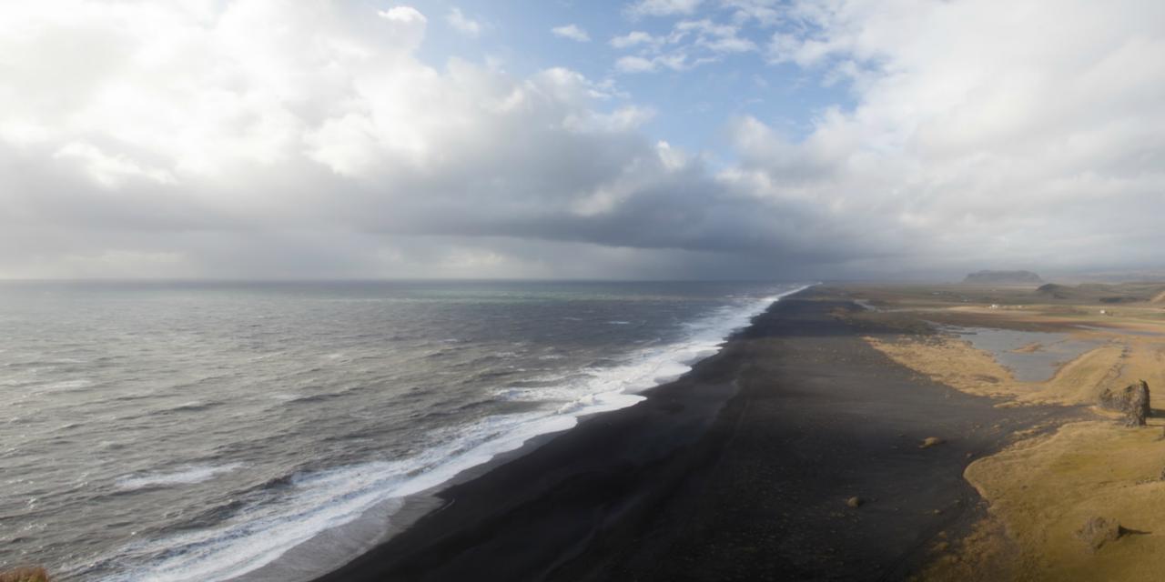 La bella y misteriosa playa negra de Vik