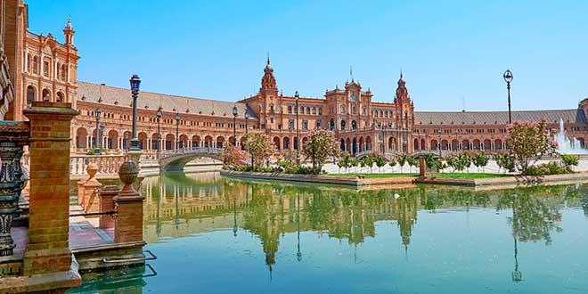 Canal-en-Plaza-de-España-de-Sevilla