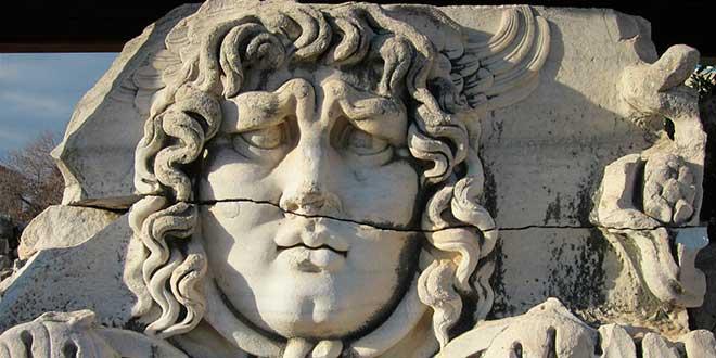 Medusa-en-Templo-de-Apolo-en-Didima