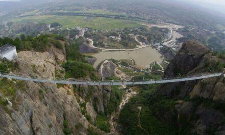 Un puente de vidrio solo para los valientes