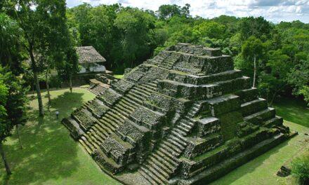Aventura entre el Tikal y la Acrópolis del Diablo