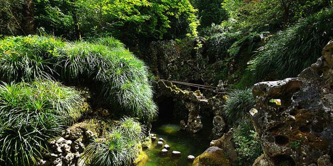 La misteriosa quinta da regaleira el viajero feliz for Jardines quinta da regaleira