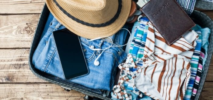 Elección de vestuario para viajar al empacar