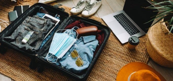 Maleta de viaje con lo esencial