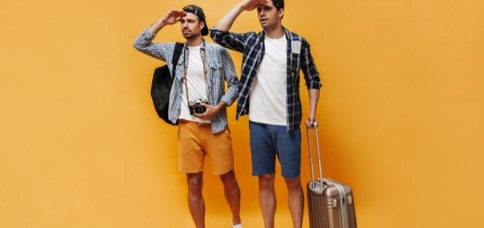 Viajeros con maleta empacada   Como hacer una maleta