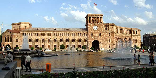 Plaza-de-la-Republica-Yerevan