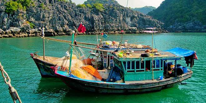 bote-en-Halong-Bay