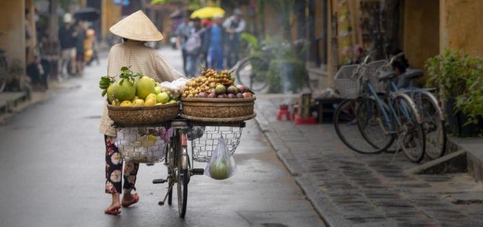Local con frutas en las calles de China