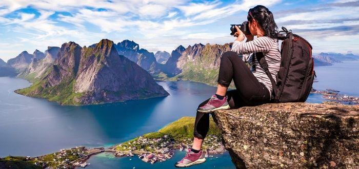 Fotógrafo en la cima de una montaña