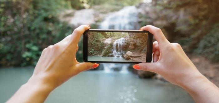 Foto de cascada con cámara de un móvil