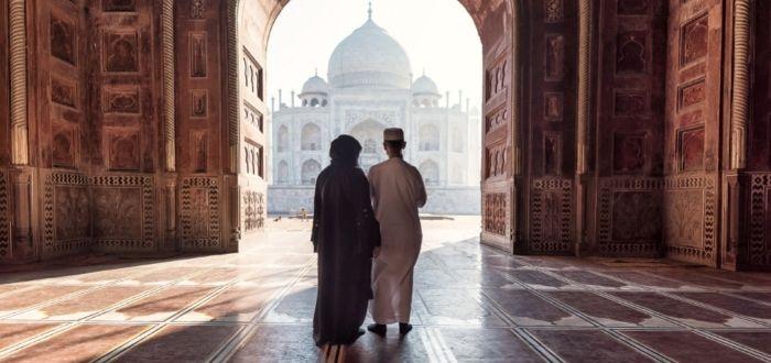 Visitantes en templo indio