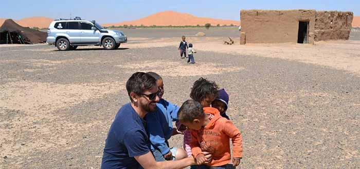 Turistas con los nomadas bereber