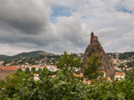 Saint-Michel-de-Aiguilhe,-rozando-el-cielo