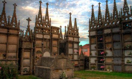 La extraña belleza de los cementerios barrocos de A Terra Chá en Galicia