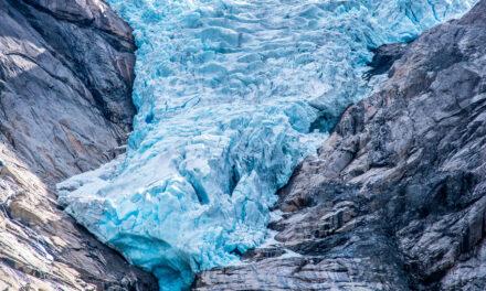 El glaciar de Briksdal, una hermosa lengua de hielo